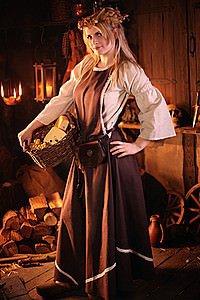 Höllenfenster-Kleid mit Bordüre